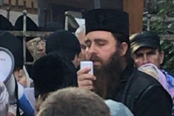 Батюшка з Почаєва присвячує вірші терористам