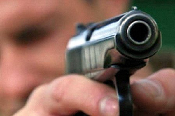 На Тернопільщині чоловік погрожував односельцям пістолетом