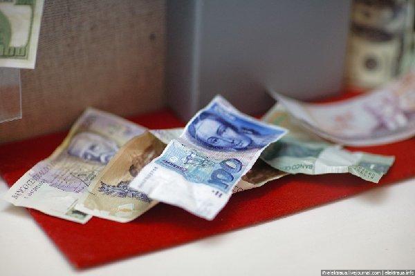 Житель Чортківського району розрахувався за товар сувенірними грошима
