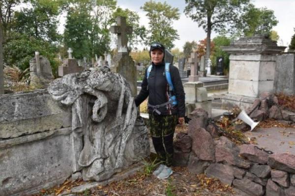 Тернополянка знає десятки містичних історій про похованих на Микулинецькому кладовищі