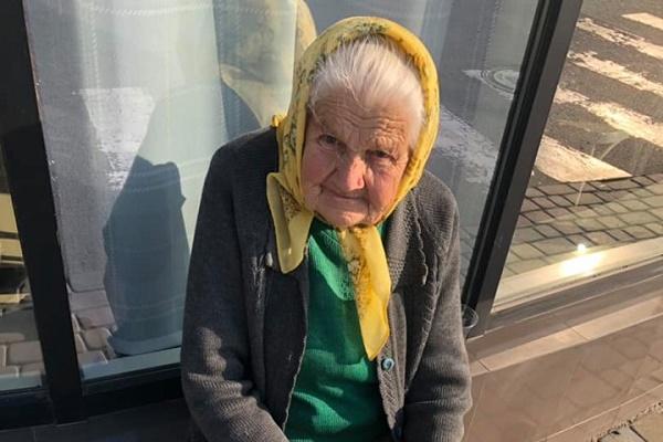 У Тернополі просять допомогти самотній бабусі