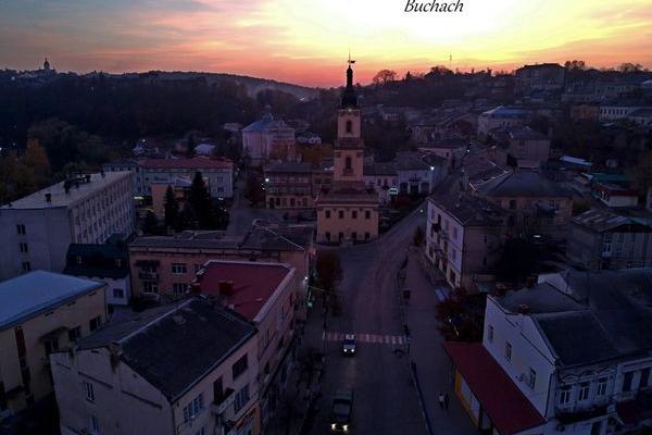 Захоплюючими фото Бучача ділиться з користувачами Facebook місцевий мешканець Олег Гребеньовський