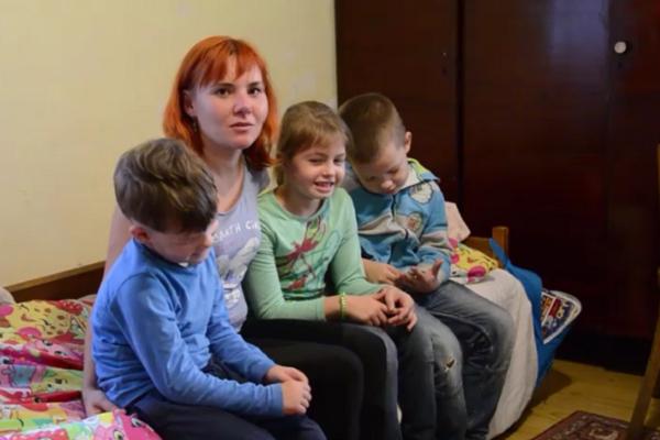 Матері чотирьох дітей із Чорткова виділили 150 тис. грн. на власне житло (Відео)