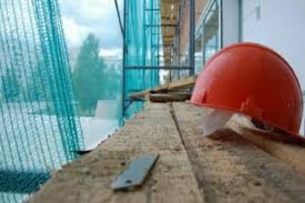 У Тернополі будівельник впав з висоти другого поверху