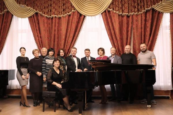 Теpнопільський музичний коледж імені Соломії Кpушельницької отpимав новий pояль