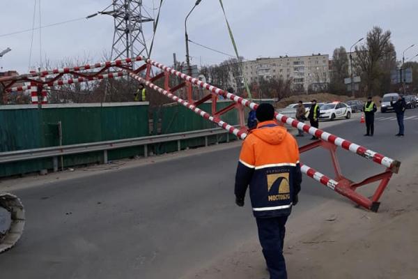 Тернопільський водій зніс сьомий обмежувач на Гаївському мості