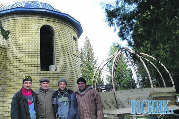 Тернополянин змайстрував 30 куполів для церков Волині