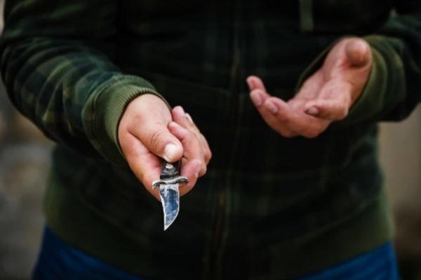 У Тернополі чоловік напав на людей з ножем