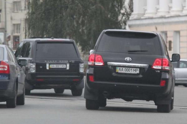 В Україні стало легше отримати красиві номери авто