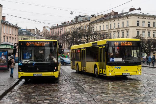 «Подарунок» від Садового: у Львові різко подорожчає проїзд у маршрутках