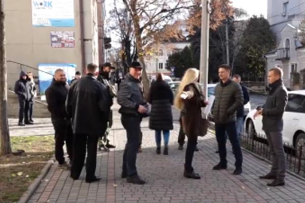 Акція протесту: тернополяни пікетували під стінами польського візового центру