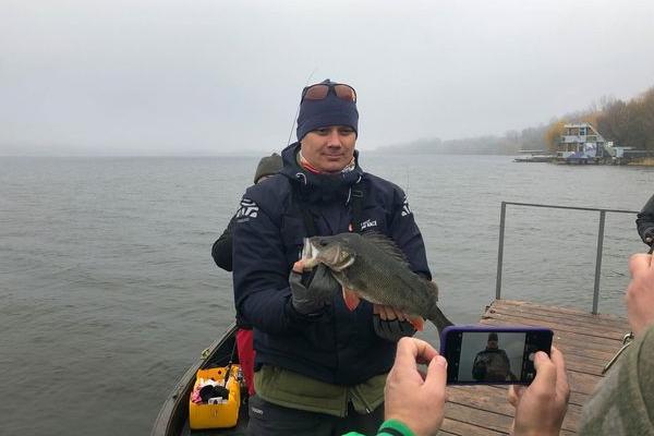 На Тернопільському ставі рибалкам добре ловилися півметрові окуні та смакувало «Опілля»