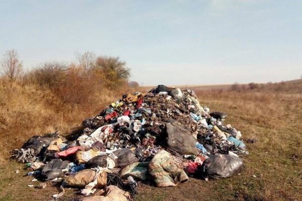 На Тернопільщині фури продовжують скидають львівське сміття