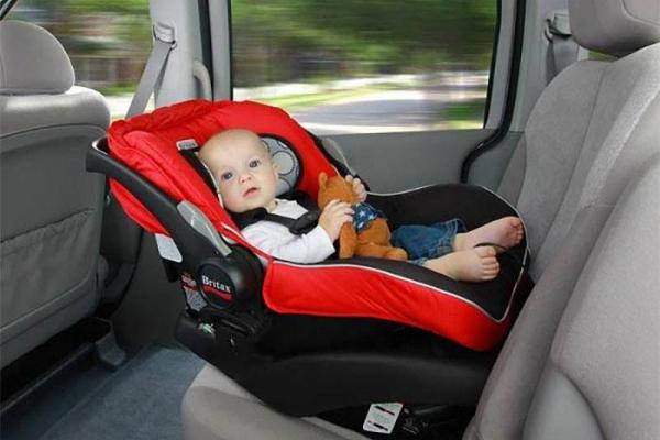 Тернопільських водіїв штрафуватимуть за перевезення дитини без автокрісла