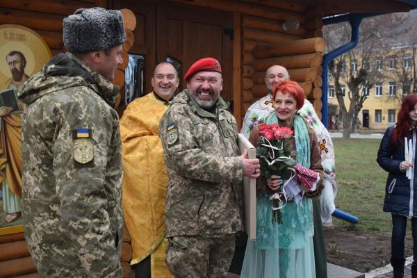 У Тернополі одружилися військовий та волонтерка