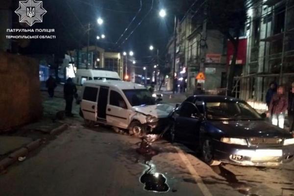 У Тернополі 21-річний водій збив людину та протаранив інше авто