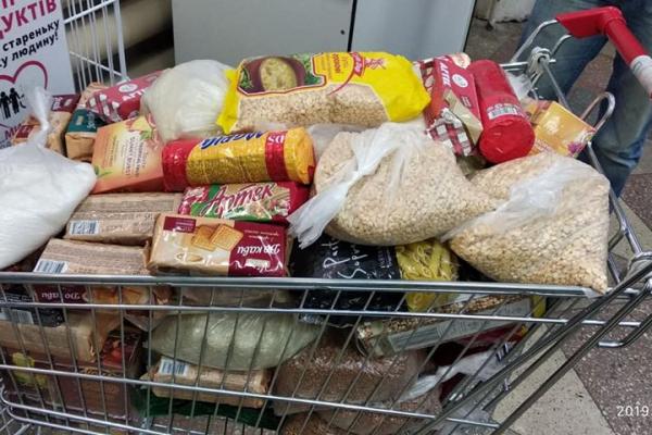 Тернополяни усе частіше в магазинах заповнюють продуктами корзини для потребуючих