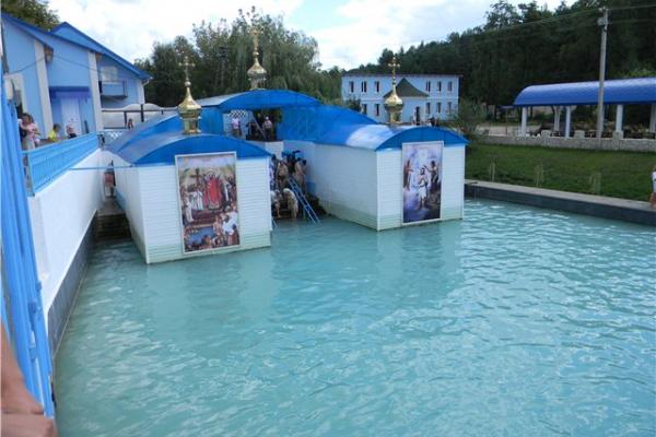 «Віру перетворюють в бізнес»: у відомій купальні на Тернопільщині не має води