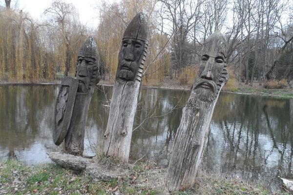 Колись жив у Тернополі лемко різб'яр, скульптор, який подарував місту «Галявину казок», а галявина поволі зникає