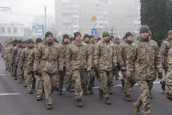 «Хода мужності»: у Тернополі військові пройшлися урочистим маршем