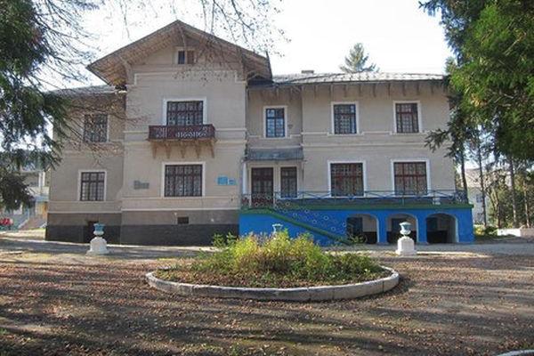 Садиба-Палац Яблунева: Давньоруська загадка та місце, де працював Іван Франко