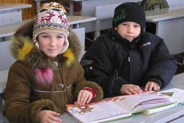 У сільській школі на Тернопільщині діти навчаються в куртках і біля батарей (Відео)