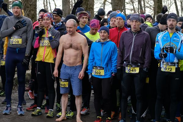 Перший зимовий рекорд Тернополя - чоловік 27 км пробіг босим, вдягнутим тільки в шорти