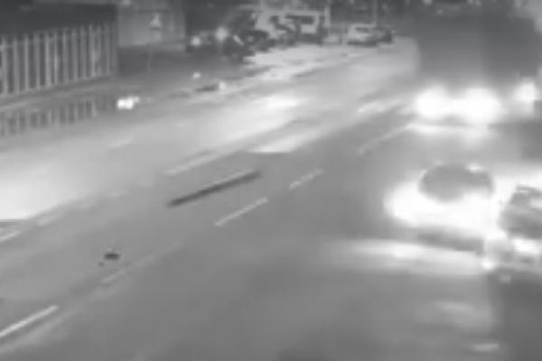 У Тернополі вантажівка знесла камеру відеоспостереження (Відео)