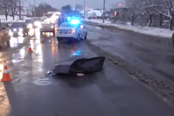 У Березовиці автомобіль на смерть збив жінку