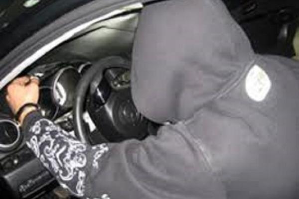 У жителя Коропця вкрали мікроавтобус