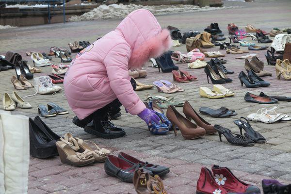 «Дієві» тернополянки проти домашнього насильства: інсталяція в центрі міста та поради постраждалим