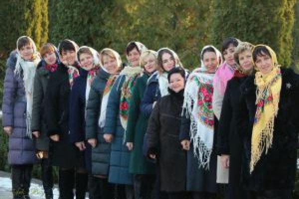 «Зроби фото з хусткою»: на Тернопільщині шириться новий флешмоб