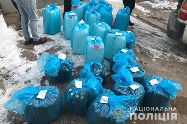 Підпільний цех з виготовлення алкоголю і цигарок викрили на Тернопільщині