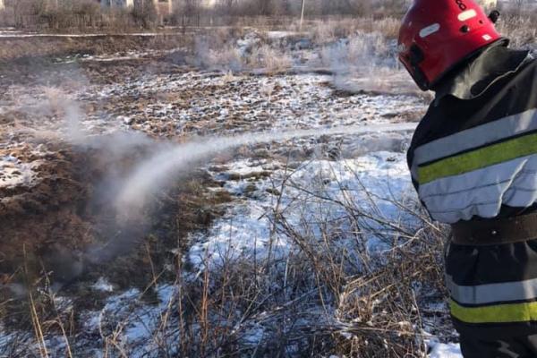 На Тернопільщині пожежа: горять відстійники із перегноєм
