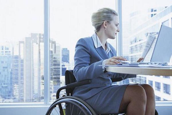 Роботодавці Тернопільщини пропонують 100 вакансій людям з інвалідністю із зарплатою до 10 тисяч гривень