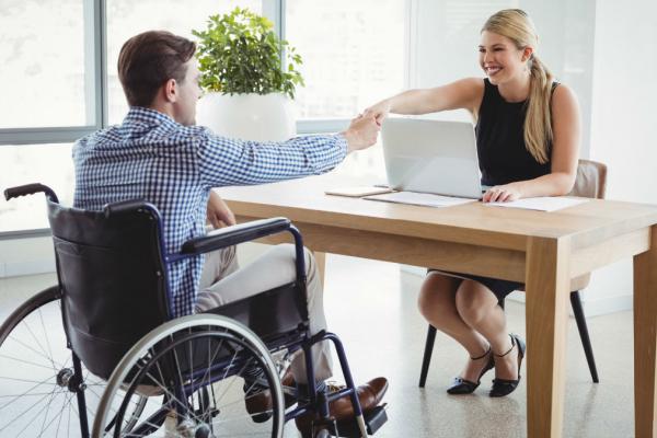 Майже 400 людей з інвалідністю на Тернопільщині знайшли роботу з початку року