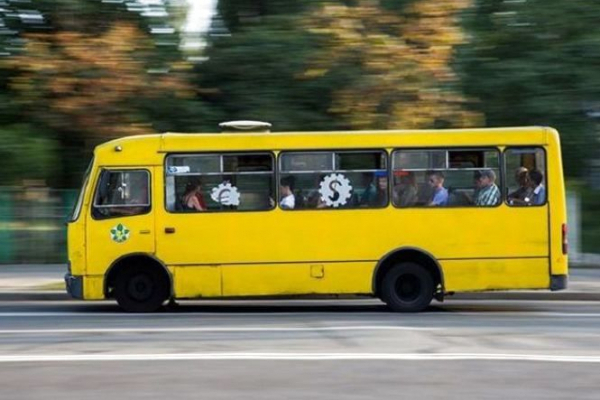 «Забув закрити двері»: тернополянин випав з маршрутного таксі