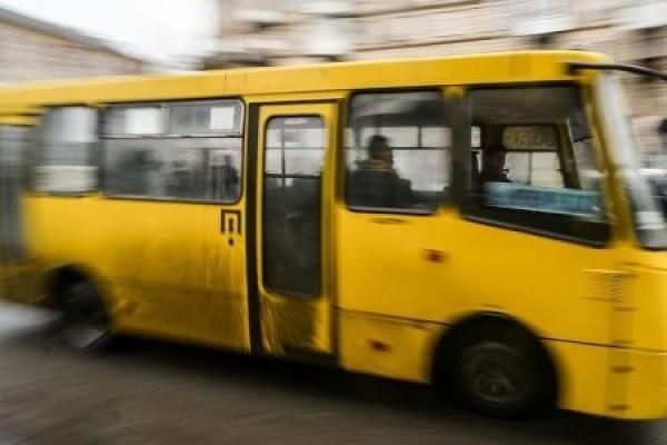 У Тернополі з маршрутки випав пасажир