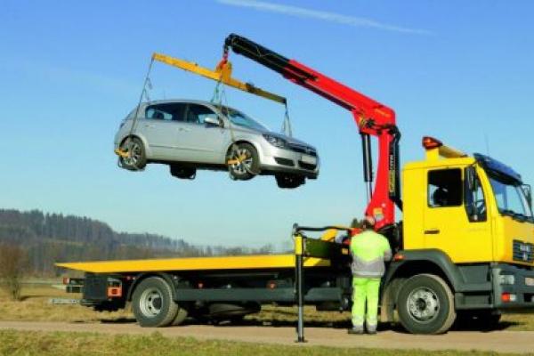 У Тернополі крадій викликав евакуатор, аби викрасти авто