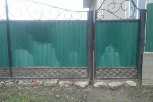 Із традиції – у вандалізм: на Тернопільщині на Андрія знищили браму та «послали» хазяйку