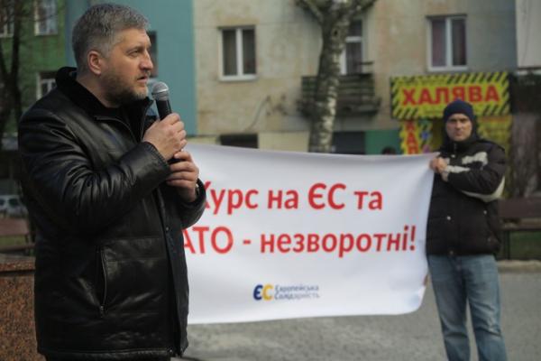 Не дамо розпродати країну: у центрі Тернополя десятки людей вийшли на захист української землі (Фото)