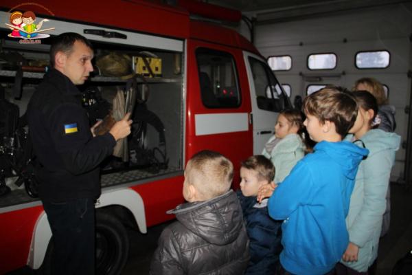 Тернопільським дітям пожежники розповіли про свою роботу