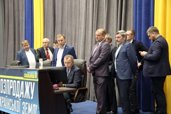 Тернопільські депутати провели віче під стінами Верховної Ради