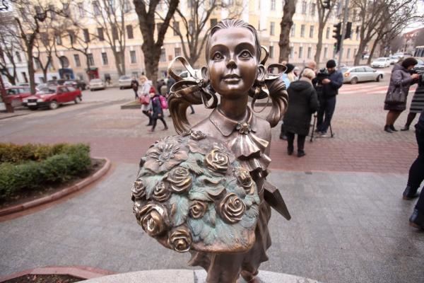 «Пам'ятник вчителю» : у Тернополі встановили новий постамент