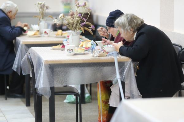 Тернопіль: організували святковий обід для одиноких та малозабезпечених містян