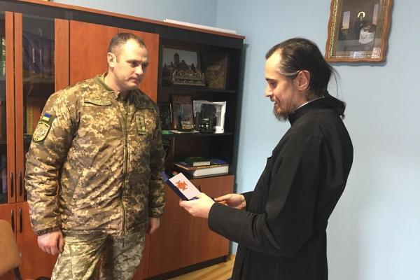 Владика Нестор вручив церковну нагороду командирові 44-ї артбригади