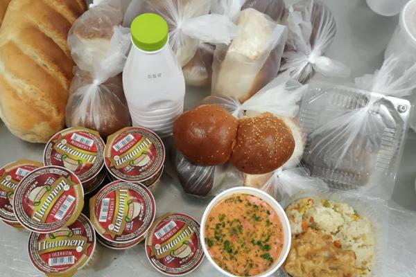 Тернопільський «Карітас» продовжує розвозити гарячі обіди самотнім стареньким людям