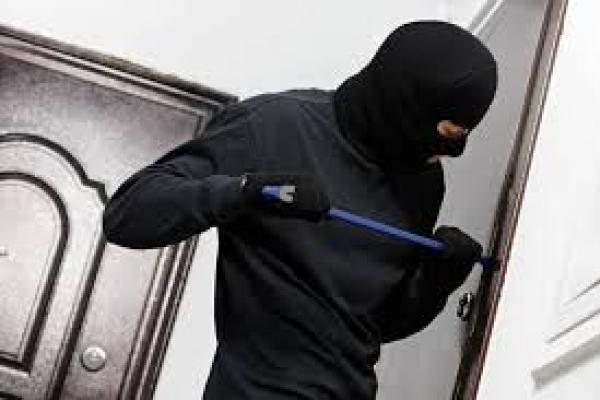 «Злодії на свята не відпочивають»: тернополян попереджають про можливі квартирні крадіжки