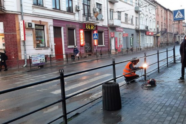 У центрі Тернопоя заварили перехід, на якому постійно збивали пішоходів (Фото)