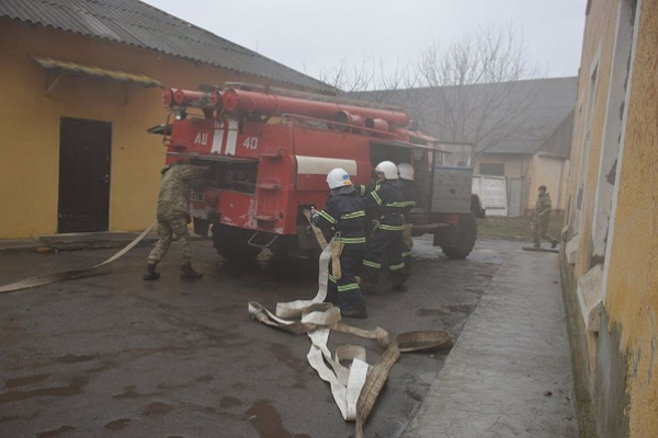 Тернопільські військові та рятувальники провели спільні пожежно-тактичні навчання